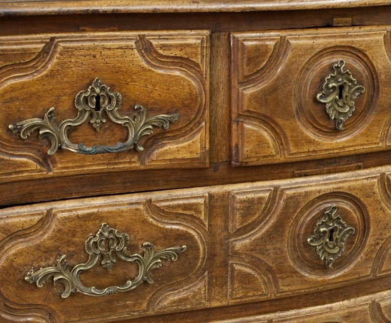 18th C. Country French walnut 5-drawer commode - 7