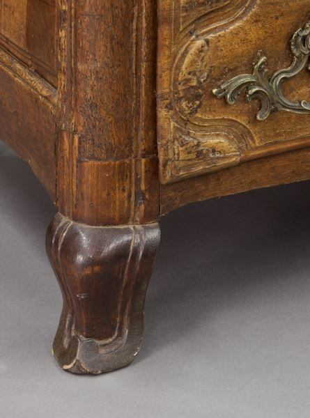 18th C. Country French walnut 5-drawer commode - 8