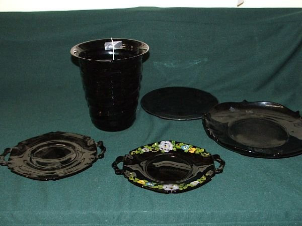 9: Black amethyst lot of 4 plates & 1 vase