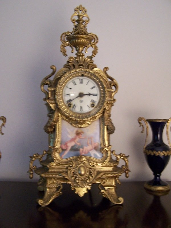 1024: Clock; Ansonia; electrified; porcelain plaque of