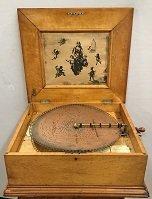 Antique Regina style music box, 25 discs