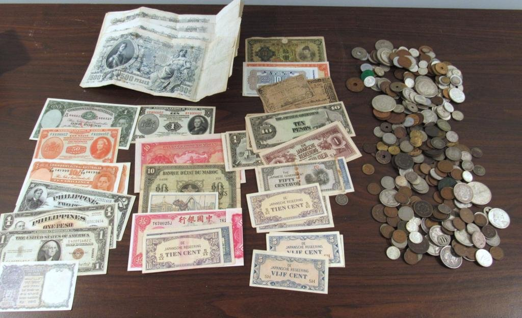Large Collection Foreign and US Currency