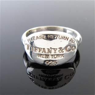 Tiffany & Co. Return to Tiffany Pinky Ring