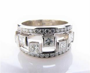 18K White Gold Diamond Right Hand Ring