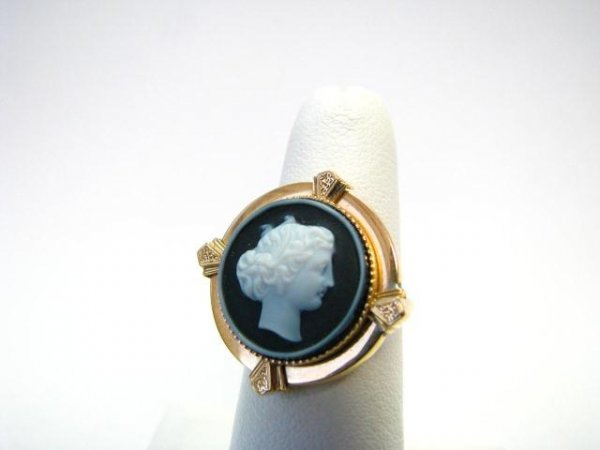 13: Antique Carved Shell Cameo Yellow Gold Ring