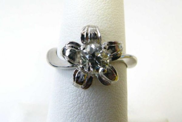 512: Lady's 14K White Gold and Diamond Floral Ring