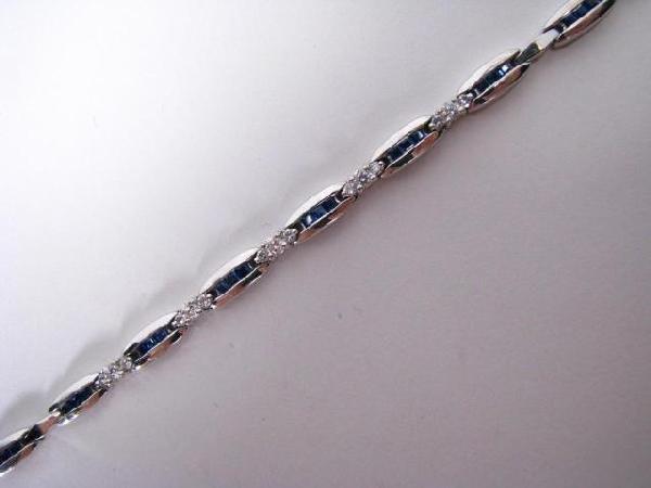 19: 18K White Gold Diamond & Sapphire Bracelet