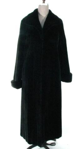 16: Ranch Female Mink Coat w/Large Wing Collar & Turn