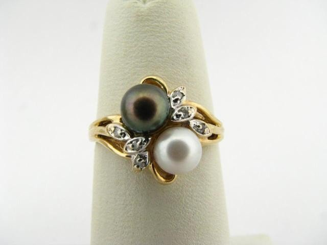 302: 10K Yellow Gold Black and White Pearl Ring