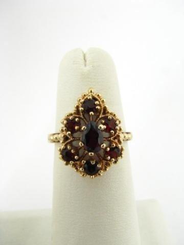 316: Vintage 10K Yellow Gold Garnet Ring