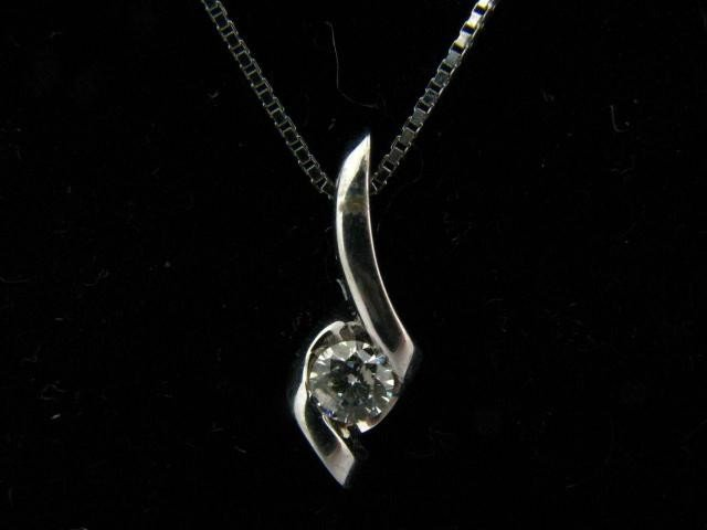320: 14K White Gold Diamond Solitaire Pendant