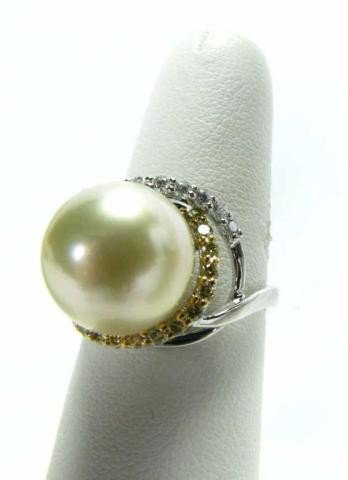 652: 18K White Gold South Sea Pearl and Diamond Ring