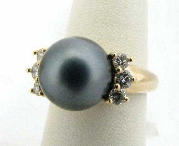 753: 14K Yellow Gold Black Pearl and Diamond Ring