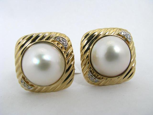755: 14K Yellow Gold Mabe Pearl Earrings