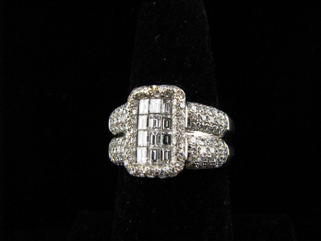 10: 18K White Gold Diamond Ring