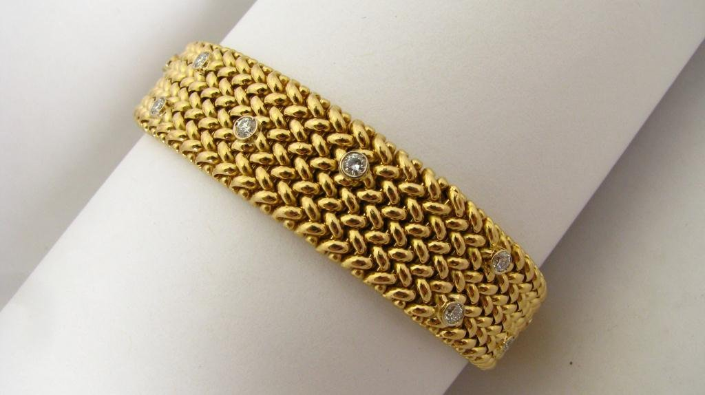 104: 18K Yellow Gold Diamond Bracelet