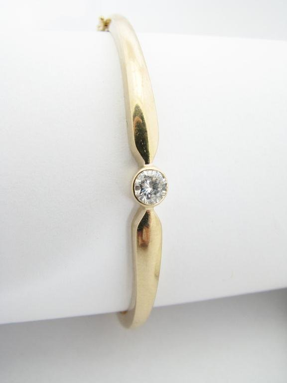 109: 14K Yellow Gold Diamond Bangle Bracelet