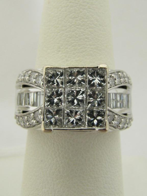 401: Lady's Unique 14K WG Ring with 2cts Diamonds