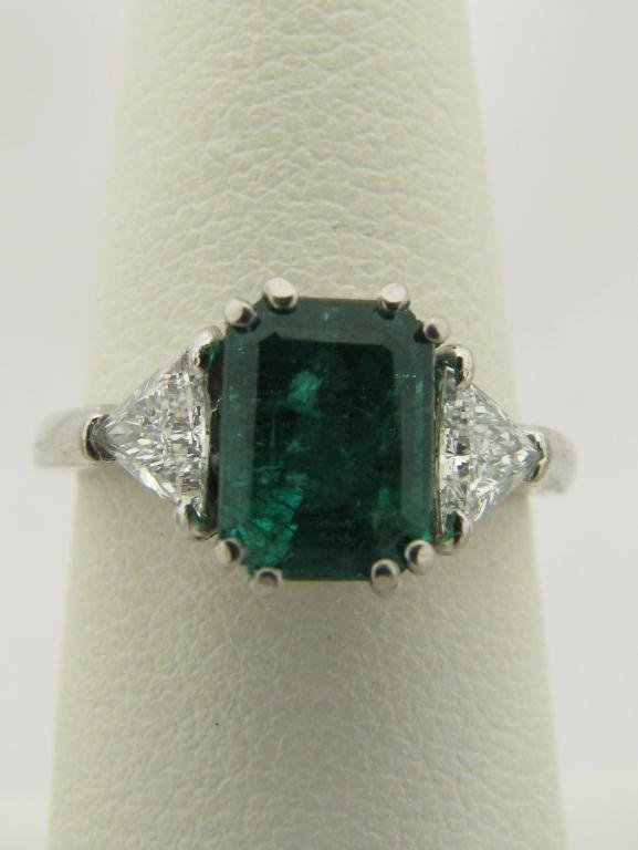 403: Lady's Platinum Ring with 1.80ct Emerald, Diamonds