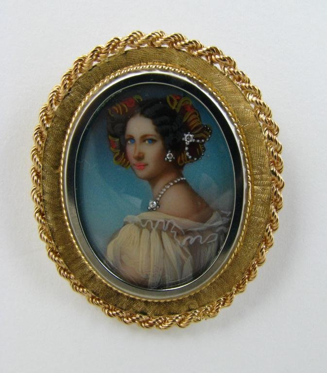 306: Lovely 18k Vintage Hand Painted Cameo Brooch