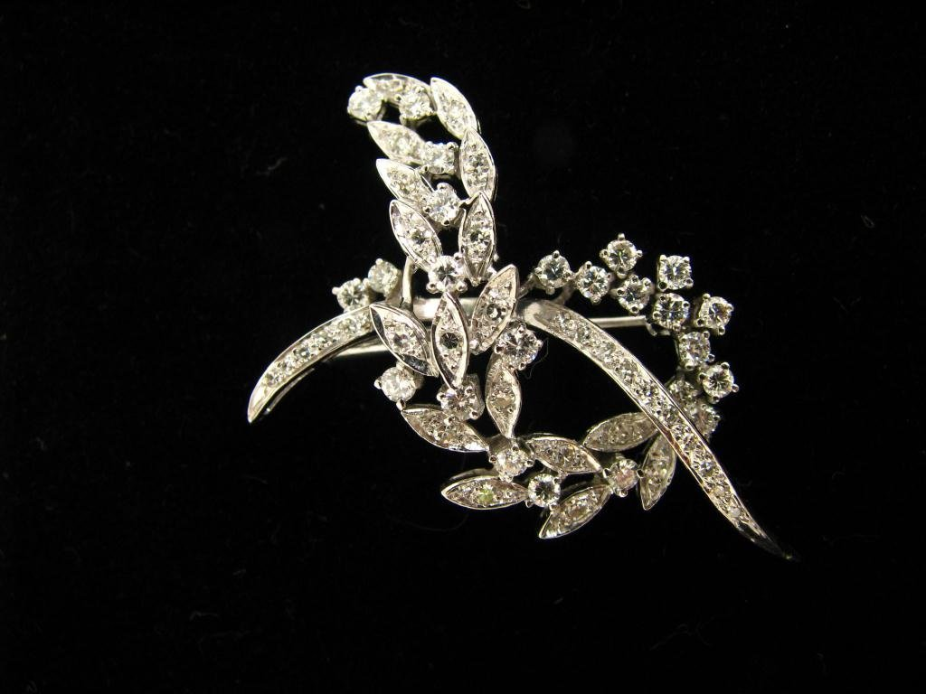 501: 18K White Gold and Diamond Pin