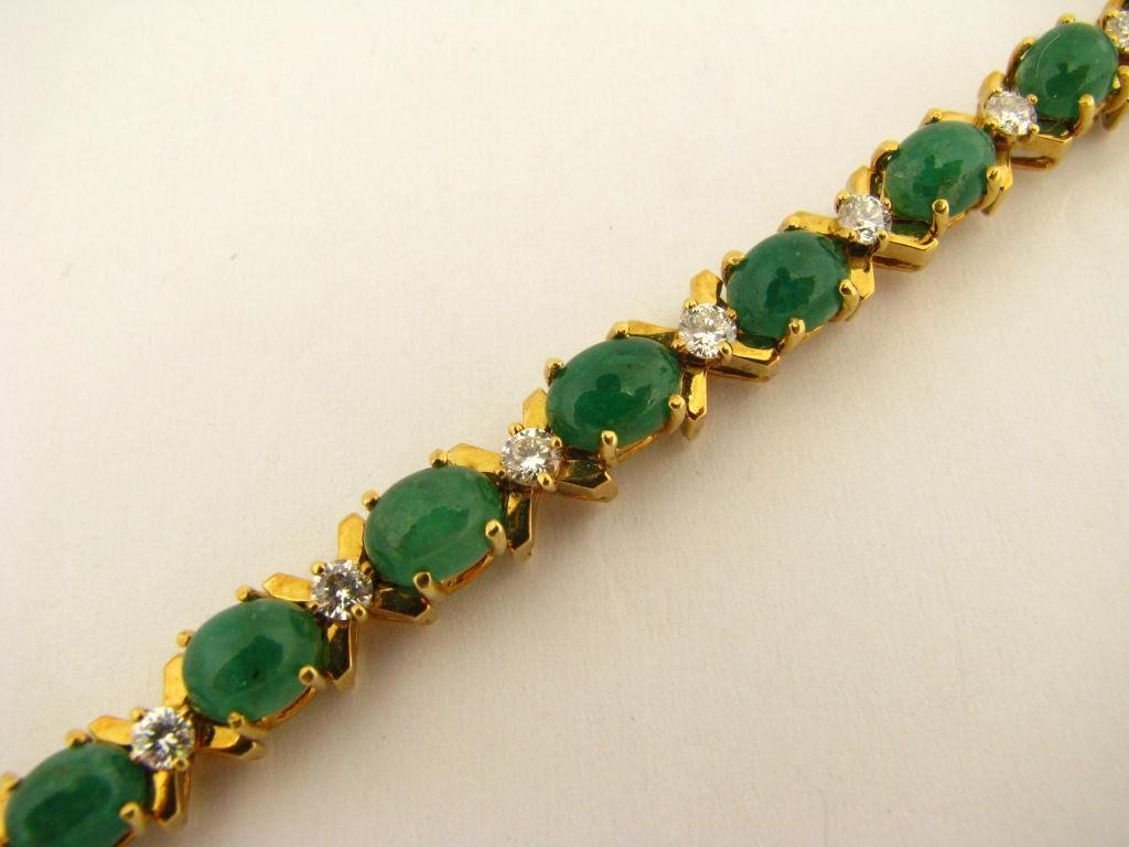522: 18K Yellow Gold La Triomphe Emerald Bracelet
