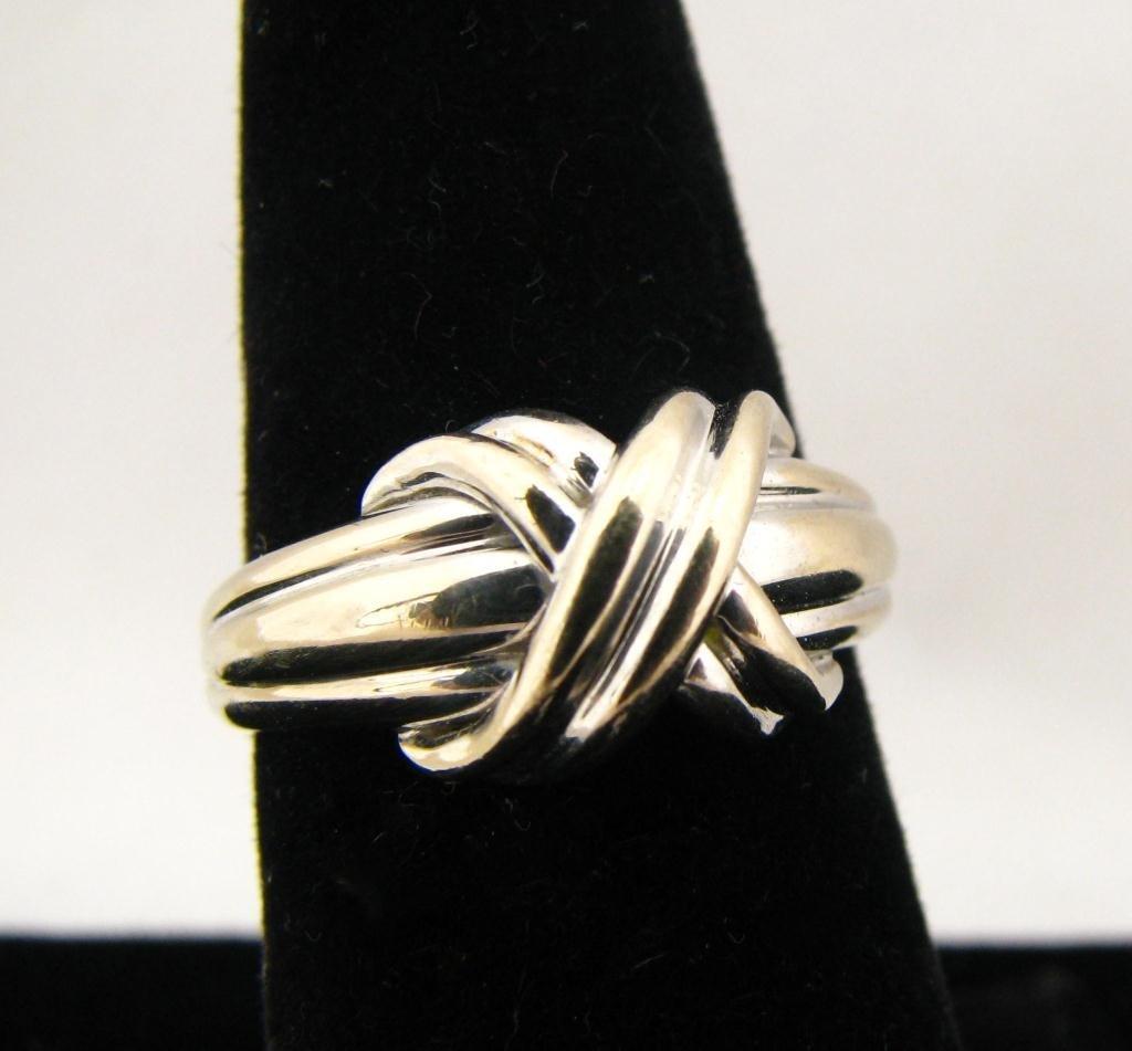 251: 18K WG Tiffany Lady's Ring