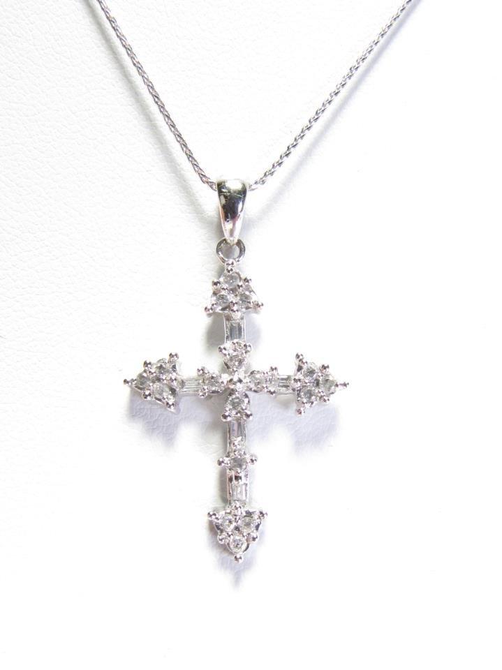 10K White Gold Diamond Cross Pendant/Chain