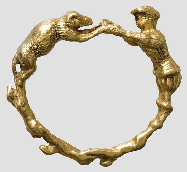 2014: A Renaissance ring with figures