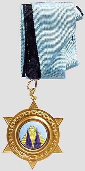 5005: Freimaurer - fünf Bijoux und eine Medaille.
