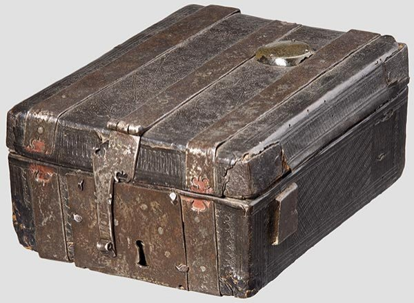 2009: A Late Gothic French courier's box