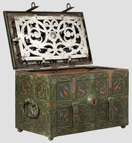 2010: A German war chest painted in colour