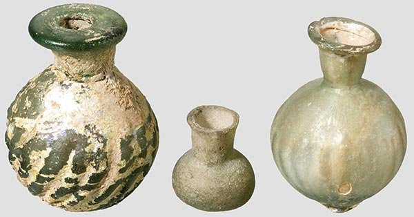 20: Drei kleine, persische Glasfläschchen,