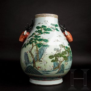 """A large Chinese """"100 cranes"""" vase, early Republican era"""