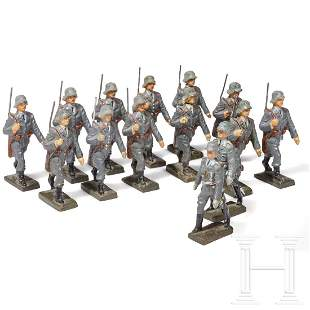 14 Lineol Flak soldiers and marching officers with