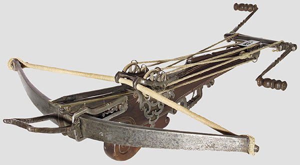 269: A heavy target crossbow with rope windlass