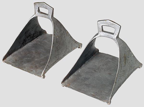 4013: Ein Paar Steigbügel,