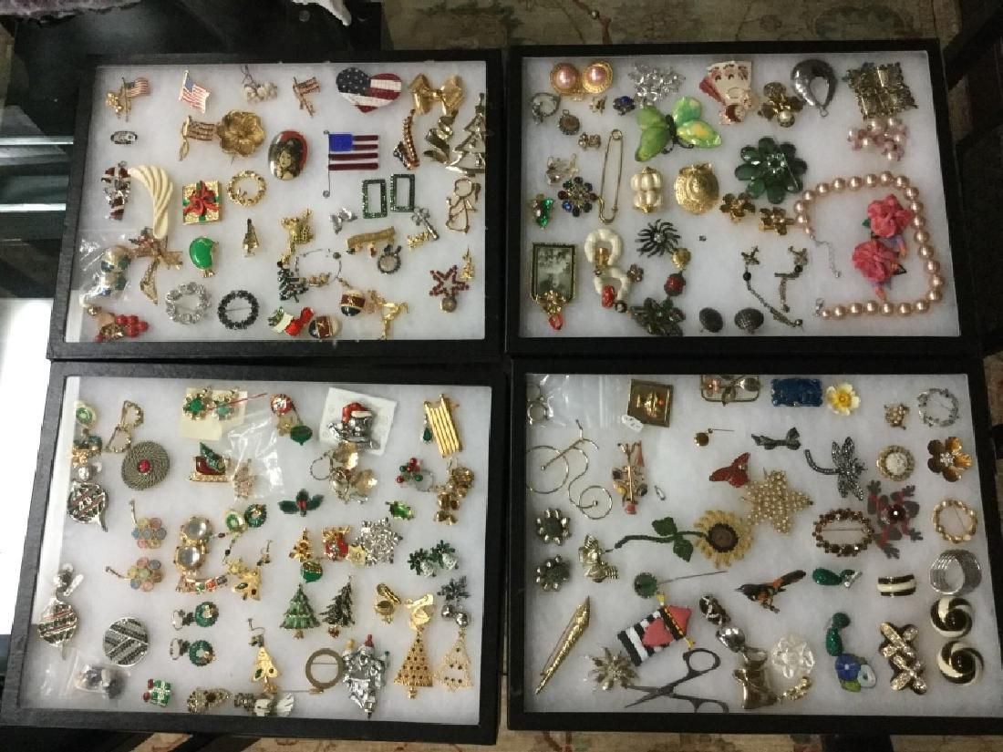 LOT OF 90+ VINTAGE COSTUME JEWELRY CHISTMAS PINS +
