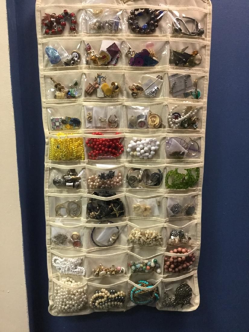 HUGE LOT 90+ COSTUME JEWELRY PEARLS BEADS GOLD ++