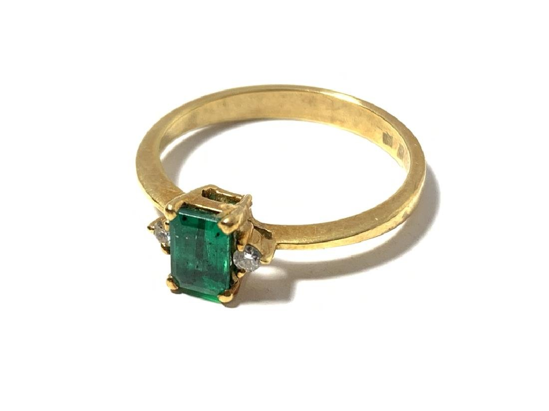 18KT YELLOW GOLD EMERALD & DIAMOND RING