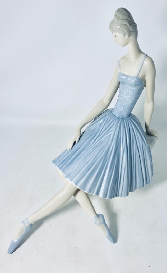 LARGE LLADRO FIGURINE OF A BALLERINA #4559