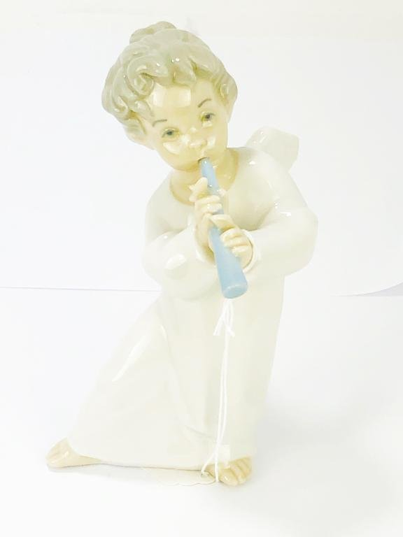 LLADRO ANGEL PLAYING FLUTE #4540