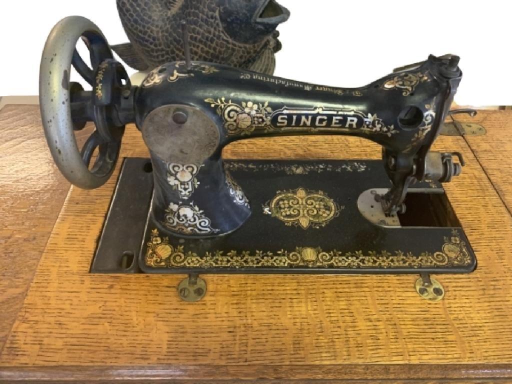 ANTIQUE SINGER TREADLE SEWING MACHINE W/ CABINET