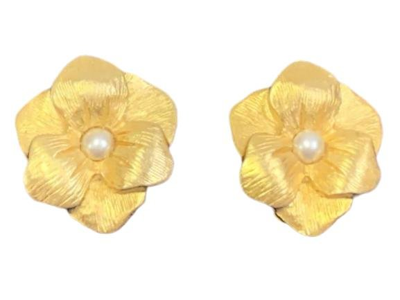 VINTAGE JJ FLORAL GOLD AND PEARL CLIP EARRINGS