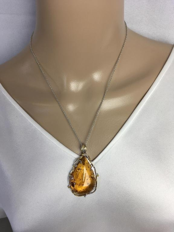 VINTAGE STERLING SILVER NECKLACE W/ AMBER PENDANT