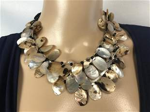 VTG CHOKER-STYLE MOTHER OF PEARL NECKLACE