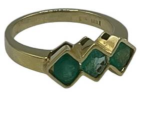 18K YELLOW GOLD AND COLOMBIAN EMERALD RING