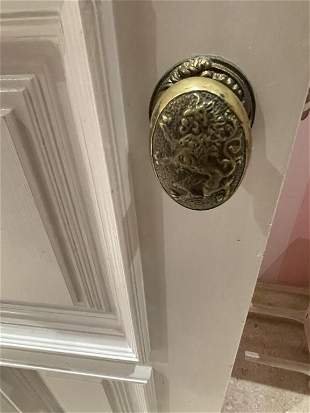 BRASS LION PAIR OF DOOR KNOBS