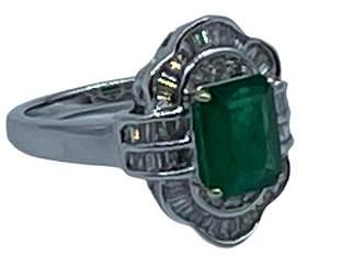 EMERALD, DIAMOND AND 14K GOLD EFFY RING SIZE 7-1/4