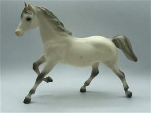 VINTAGE BREYER MOLDING COMPANY WHITE MODEL HORSE